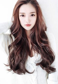 Ulzzang hair and makeup LOVE it she looks so cute! Korean Wavy Hair, Korean Hairstyle Long, Korean Hairstyles, Brown Hairstyles, Hairstyles Haircuts, Kpop Hairstyle, Layered Hairstyles, Korean Beauty, Asian Beauty