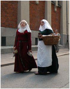 13th-14th century (Looks like Mistress Elana from Neulakko?)