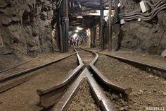 Railroad Tracks, Barcelona, Spain, Places To Visit, Darth Vader, Thunder, Mountain Landscape, Zaragoza, Travel Inspiration