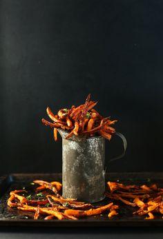Simple Baked Sweet Potato Fries with Cajun Spice! #vegan #glutenfree // frites de patates douces aux épices cajun