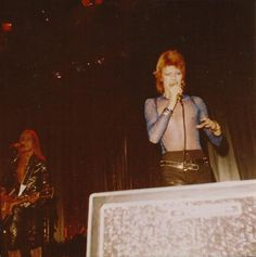 David Bowie and Mick Ronson 1973 David Bowie Born, David Bowie Starman, David Bowie Ziggy, Children Of The Revolution, Rock Revolution, David Bowie Pictures, Ziggy Played Guitar, Mick Ronson, Just Deal With It