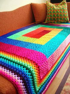 crochet afghans ideas This Full Spectrum Granny Square Crochet Blanket is so Striking! Who said granny squares had to look old fashioned and quaint? Crochet Squares, Crochet Granny, Crochet Afghans, Crochet Stitches, Crochet Blankets, Rainbow Crochet, Rainbow Afghan, Rainbow Quilt, Fabric Squares
