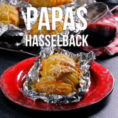 Video de Papas Hasselback We present this fantastic idea of ​​potatoes stuffed with bacon and cheese Cooking Recipes, Healthy Recipes, Oven Cooking, Cooking Games, Cooking Oil, Cooking Utensils, Cooking Brisket, Cooking Eggs, Skillet Cooking