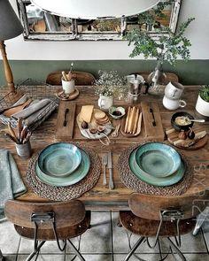 Boho Chic Decor DIY that inspires creativity Boho Chic Dekor Natural Wood Table, Deco Table, Decoration Table, Decoration Design, Room Decorations, Home Decor Inspiration, Decor Ideas, Design Inspiration, Room Ideas