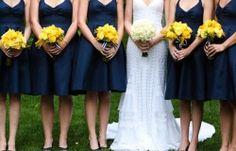 ¡Cómo luce de bien los ramos en amarillo!   Damas de honor para boda azul y amarillo
