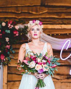 Wedding Flower Inspiration, Wedding Flowers, Bridal Bouquet Pink, Beautiful Wedding Gowns, Affordable Wedding Dresses, Wedding Hair Accessories, Wedding Styles, Wedding Hairstyles, Wedding Planning