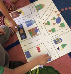 "This kindergarten, first grade or second grade lesson on map skills is the perfect compliment to the book ""Me On The Map"". This map project includes an anchor chart and flip book freebie. Kindergarten Anchor Charts, Kindergarten Social Studies, Social Studies Activities, Teaching Social Studies, Stem Activities, Kindergarten Activities, Teaching Maps, Teaching Geography, Teaching Ideas"