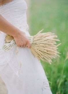 """""""Here, a bouquet of dried rye is simple yet structured. The pale wheat color blends in beautifully with the muted tones of a country wedding. I'm really liking the concept of an alternative bouquet. Wedding Bouquets Pictures, Wedding Images, Wedding Flowers, Bouquet Wedding, Wedding Ideas, Alternative Bouquet, Alternative Bride, Wheat Wedding, Fall Wedding"""
