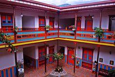 Hotel en el municipio de Jardin suroeste de Antioquia The Incredibles, Country, House Styles, Places, Beautiful, Vintage Restaurant, Family Houses, Colombia, Rural Area