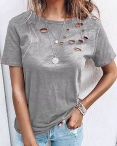 Ripped Shorts, Boutique, Types Of Sleeves, Short Sleeves, Nice Tops, Women's Tops, Shirt Blouses, Classic T Shirts, Casual Shorts