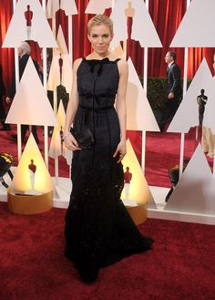 Pin for Later: Die 85 unvergesslichsten Kleider der Oscars – von 1939 bis 2015 Sienna Miller bei den Oscars 2015 in Oscar de la Renta