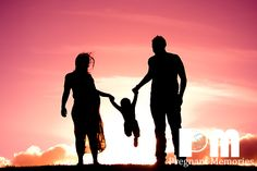 Family Silhouette Pregnancy / Maternity photo idea.  Photography by Rikki-Lee Wrightson of Pregnant Memories