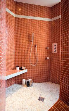 Couleur de l'année Pantone 2019 : Living Coral - Clem Around The Corner Coral Bathroom, Orange Bathrooms, Mosaic Bathroom, Bathroom Inspo, Mosaic Wall, Bathroom Colors, A Frame House, Inspired Homes, Home Interior