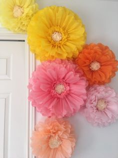 Tissue Paper Flowers Discover Giant tissue paper flowers for home and nursery decor wall art bridal showers baby showers and birthday parties Large Paper Flowers, Tissue Paper Flowers, Paper Flower Wall, Paper Flower Backdrop, Paper Roses, Diy Flowers, Fabric Flowers, Tissue Paper Pom Poms Diy, Tissue Paper Decorations