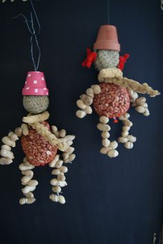 Vogelvoer mannetje of vrouwtje 8.50 per persoon Crafts For Kids To Make, Diy And Crafts, Bird Nesting Material, Bird Seed Ornaments, Diy Bird Feeder, Christmas Diy, Christmas Ornaments, Church Crafts, Garden Crafts