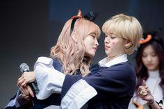 Momo y jeongyeon   TWICE