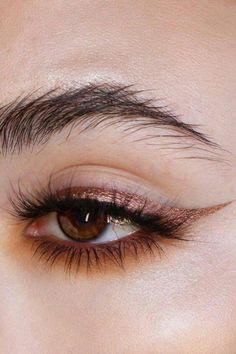 Metallic Eyeliner Is the Beauty Look You'll Be Wearing to Every Festive Party - All About Eyes / Augen Make-up und Pflege - Maquiagem Makeup Goals, Makeup Inspo, Makeup Art, Makeup Inspiration, Makeup Ideas, 80s Makeup, Clown Makeup, Halloween Makeup, Eye Makeup Designs