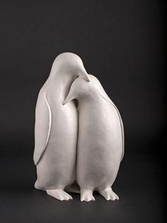 Marjoke ReininkTitel:                           PinguïnsTechniek:                    SculpturenB x L x D in cm:           21 x 35 x 14Materiaal:                  neolith Oplage:                      3 van 15 Prijs: 595 euro