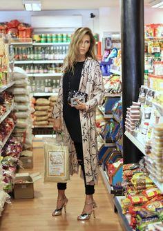 Foto de Alexandra Lapp Leer más pazugena.com Ibiza Fashion, Look Fashion, Fashion Design, High Street Fashion, Street Style, Long Kimono Outfit, Kimono Style, Boho Outfits, Fashion Outfits