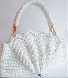 The Most Wonderful Free Crochet Bag - Diy Crafts Free Crochet Bag, Crochet Purse Patterns, Crochet Tote, Crochet Handbags, Crochet Purses, Crochet Crafts, Crochet Stitches, Sewing Crafts, Diy Crafts