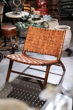 Loungefåtölj med flätad lädersits - Dany's Home Outdoor Chairs, Outdoor Furniture, Outdoor Decor, Teak, Living Room Inspiration, Ottoman, Upholstery, Furniture Design, House Design