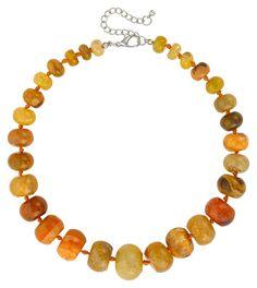 Diese Statement Edelstein-Kette besteht aus wunderschönem Secret Stones Achat. Jeder einzelne Edelstein ist einzigartig in der Farbgestaltung und Marmorierung. Sie variieren farblich von Ocker, über Orange und Hellgrün Tönen und sind... Natural Clothing, Soft Colors, Collars, Beaded Necklace, Gemstones, Chain, Beige, Stuff To Buy, Jewelry