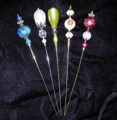 Hatpins use to pin napkins on a dinner table Old Jewelry, Beaded Jewelry, Vintage Jewelry, Jewlery, Hijab Pins, Diy Hat, Stick Pins, Pin Cushions, Beading Patterns