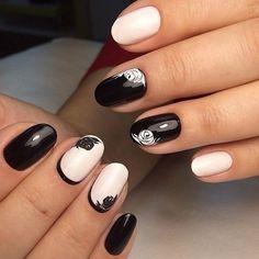 Afbeelding via We Heart It #black&white #manicure #nailart #nails