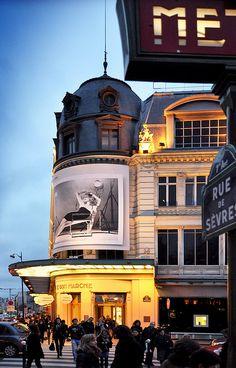 """""""Au Bon Marché"""" grand magasin à Paris   24 Rue de Sèvres, Paris VII."""
