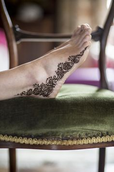 Henna On Feet #rockmywedding #bridalbeauty http://www.rockmywedding.co.uk/building-a-magical-atmosphere-gallery