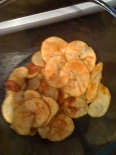 Slimming World recipes: Syn free 'real' crisps. Fry light potatoes and a microwave Slimming World Treats, Slimming World Free, Slimming World Recipes Syn Free, Slimming World Syns, Slimming Eats, Syn Free Snacks, Syn Free Food, Ww Recipes, Cooking Recipes