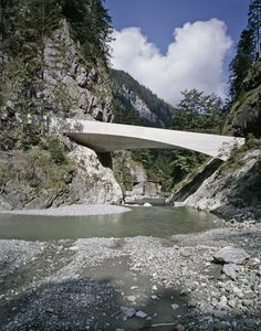 Completed in 2005 in Dornbirn, Austria. Images by Marc Lins. The bridge through the Schanerloch gorge is part of the impressive road from the city of Dornbirn to the hamlet of Ebnit which picturesquely situated. Swiss Architecture, Gothic Architecture, Amazing Architecture, Landscape Architecture, Landscape Design, Architecture Design, Contemporary Architecture, Natural Architecture, Feldkirch