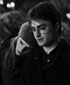 Harry Potter & Hermione Granger on We Heart It Harry James Potter, Harry Potter Tumblr, Harry Potter World, Harmony Harry Potter, Images Harry Potter, Arte Do Harry Potter, Harry Potter Icons, Harry Potter Cast, Harry Potter Characters