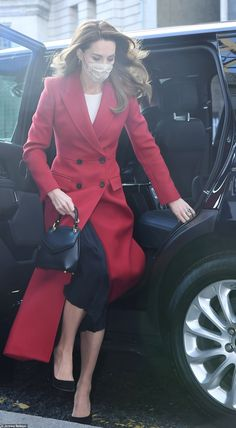 The Duchess could be seen stepping out of a car on the way to Waterloo wearing a pretty fl...