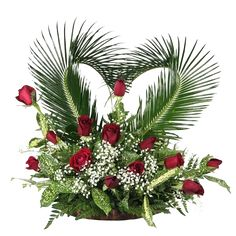 Roses with heart arrangement Funeral Floral Arrangements, Christmas Flower Arrangements, Church Flower Arrangements, Rose Arrangements, Beautiful Flower Arrangements, Beautiful Flowers, Flower Bouquet Drawing, Rose Bouquet, Memorial Flowers