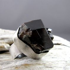 Garnet rustic ring via ElementalAlchemist