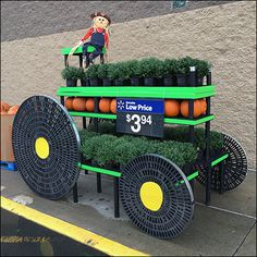 Do-It-Yourself Pumpkin Tractor Pull At WalMart Fixtures Close Up - Merchandising - Ideas of Merchandising - The Walmart Visual Merchandising Team or possibly Building Maintenance worked overtime constructing this do-it-yourself Tractor Pull Pumpkin Visual Produce Displays, Market Displays, Retail Displays, Christmas Store Displays, Halloween Displays, Visual Merchandising Displays, Tractor Pulling, Classic Board Games, Pop Display