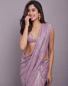 Janhvi kapoor new hot saree look viral. Indian Bollywood Actress, Bollywood Girls, Beautiful Bollywood Actress, Most Beautiful Indian Actress, Bollywood Fashion, Beautiful Actresses, Bollywood Designer Sarees, Bollywood Saree, Indian Beauty Saree