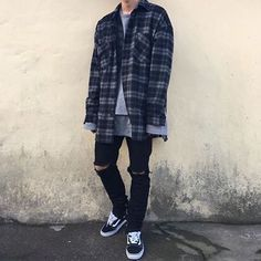 and womens fashion, clothing, apparel - minimal streetwear / street style outfit 2017 Tomboy Fashion, Flannel Fashion, Fashion Mode, Streetwear Fashion, Fashion Outfits, Mens Grunge Fashion, Streetwear Clothing, Minimal Fashion, Urban Fashion