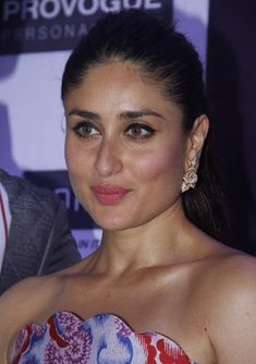 Kareena Kapoor looks beautiful in deep V neck long-sleeved red dress with short curls at Elle Beauty Award function. Bollywood Outfits, Bollywood Actress Hot Photos, Indian Bollywood Actress, Beautiful Bollywood Actress, Most Beautiful Indian Actress, Bollywood Celebrities, Indian Actresses, Kareena Kapoor Images, Kareena Kapoor Khan
