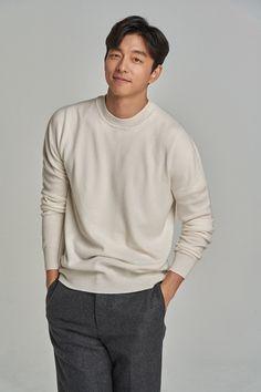Gong Yoo/공유/Гон Ю♡'s photos Gong Yoo Smile, Yoo Gong, Korean Celebrities, Korean Actors, Korean Men, Asian Men, Goblin, Business Casual Men, Men Casual