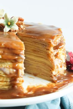 I made a Crepe Cake! Crepes piled high with banana cream and butterscotch: Delicious Cake Recipes, Yummy Cakes, Sweet Recipes, Crepe Delicious, Delicious Food, Healthy Recipes, Crape Cake, Dessert Crepes, Crepe Recipes