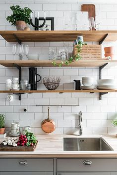 Wooden Shelves in Modern Kitchens, Simplified Kitchen Storage Ideas - . -Beautiful Wooden Shelves in Modern Kitchens, Simplified Kitchen Storage Ideas - . - 38 best elegant contemporary kitchen decor ideas new home 32 Open Kitchen, Kitchen Dining, Kitchen Decor, Kitchen Cabinets, Kitchen Storage, Smart Kitchen, Minimal Kitchen, Kitchen White, Kitchen Backsplash
