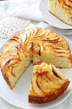 Fluffy apple yogurt cake, easy recipe - Delicious cake with apple yoghurt, melting and soft as desired. It is the classic yogurt cake recip - Easy Apple Cake, Apple Cake Recipes, Easy Bread Recipes, Easy Cookie Recipes, Sweet Recipes, Dessert Recipes, Cheesy Garlic Bread, Unique Desserts, Yogurt Cake