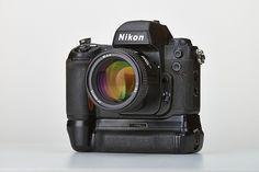 Nikon F100 Battery grip...