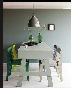 On aime cette table avec son plateau plateau très, trés épais ! Réépinglé par www.sylvieleblancdeco.fr