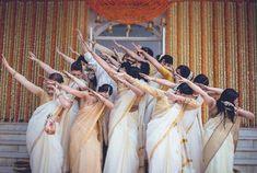 The Must Have Bride & Bridesmaids Photos - The Big Fat Indian Wedding Indian Wedding Pictures, Indian Bridal Photos, Asian Bridal, Bridesmaid Poses, Brides And Bridesmaids, Indian Wedding Bridesmaids, Wedding Dress, Desi Wedding, Wedding Shoot