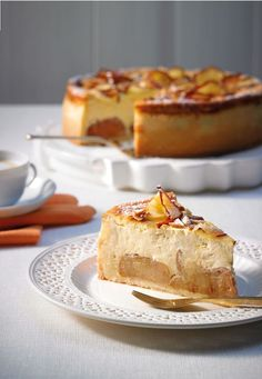 A successful combination - cheesecake with baked apple kuchen ostern rezepte torten cakes desserts recipes baking baking baking Apple Cheesecake, Classic Cheesecake, Easy Cheesecake Recipes, Dessert Recipes, Food Cakes, Cheesecake Tradicional, Cheesecake Classique, Baked Apples, Baking Recipes