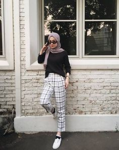 Trendy Style Hijab Casual Chic Ideas - The Effective Pictures We Offer You Abou. Trendy Style Hijab Casual Chic Ideas – The Effective Pictures We Offer You About fashionista sty Modern Hijab Fashion, Street Hijab Fashion, Hijab Fashion Inspiration, Muslim Fashion, Mode Inspiration, Fashion Outfits, Hijab Fashion Style, Hijab Fashion Summer, Fashion Styles