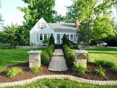 3301 Agnes Blvd, Alton - $149,900 Can you believe this curb appeal??  Amazing!